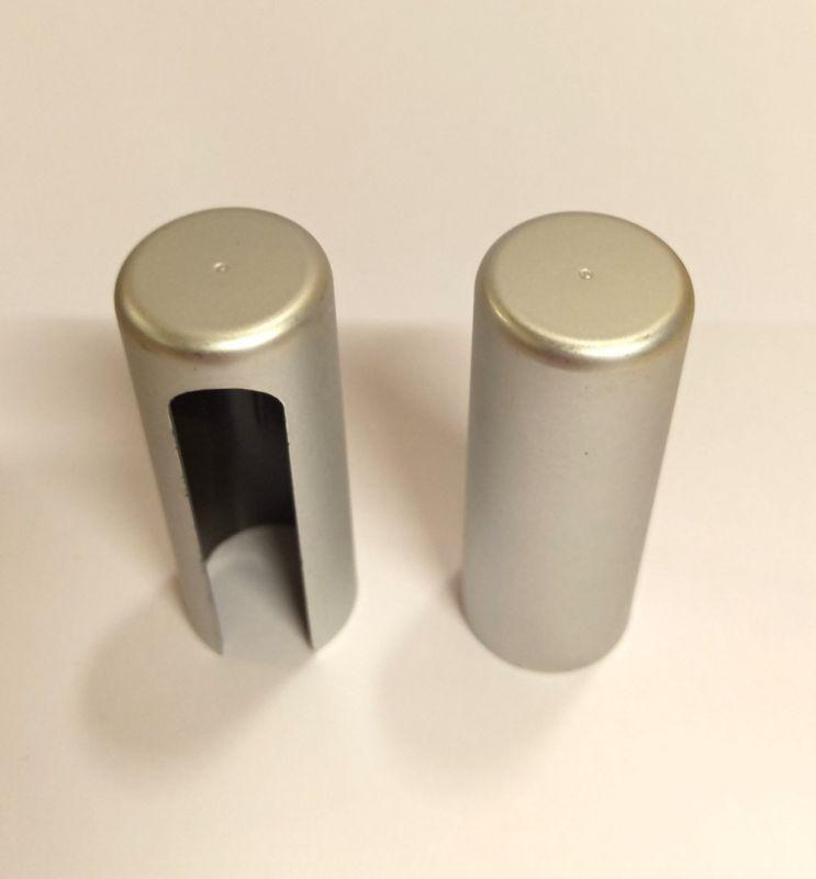AGB krytka pro 16mm panty stříbrná